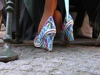 성숙한 여인의 열렬한 발로 묶인 발 활동