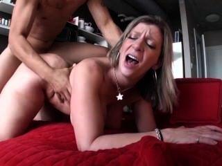 사라 제이는 섹스하는 걸 좋아해.