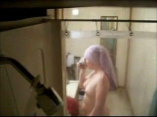 뱃사공은 샤워 실에서 전 여자 친구를 붙 잡았다.