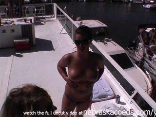 쌍둥이 자매 홈 비디오 누드 파티를하면서 프라이빗 비디오 유출