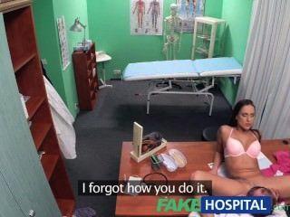 가짜 병원 의사가 섹스가 최선의 치료법이라고 결정했습니다.
