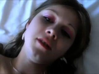 그녀의 첫 번째 포르노 촬영에서 수줍은 십대