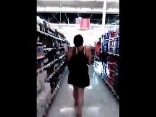 그녀의 치마를 올려다 가게에서 변태에 의해 스토킹 젊은 거대한 하이틴