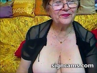 그녀의 섹시한 몸매와 아름다운 아마추어 할머니 실험