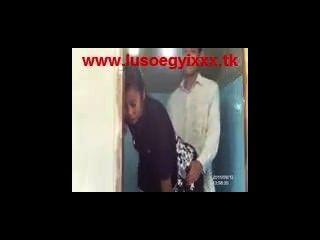 미얀마 부부는 화장실에서 비밀리에하고있다.