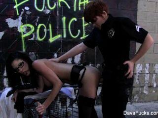 여자 경찰이 엿먹 인 다바 폭스