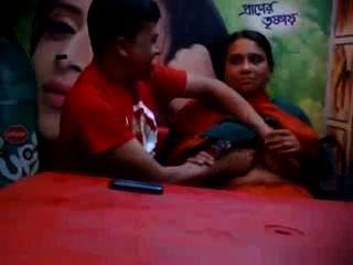 음식 카페에서 연인과 함께 방글라데시 성숙한 사기 친한 아내