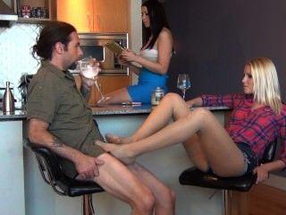 bratty 딸 폐허 아버지 아빠 약혼 테이블 아래