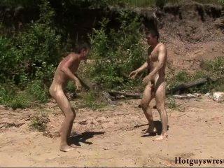 허벅지 남자는 레슬링 누드