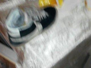 친구 신발에 오줌을 싸다. (나이키 블레이저)