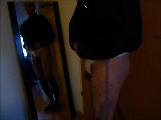 p0833 pornhub 누드 소년은 거울에 벌거 벗은 거시기를 보여줍니다 7c8a1