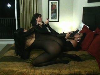 레즈비언 바디 스타킹 난교를 타고있는 sybian ride pussy lucking toe 빠는 것!