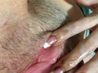 그녀가 cums 다음 spankin 엉덩이까지 자신을 빌어 먹을 18 살짜리 소녀 손가락