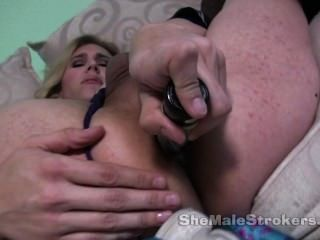 거대한 젖꼭지와 그녀의 엉덩이에 딜도 라구 딜도와 금발 시비 공주