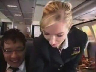 성가신 승객은 대접을 받는다.
