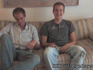 그때 landon의 동성애 영화는 그의 셔츠를 도둑 맞히기 시작했다.