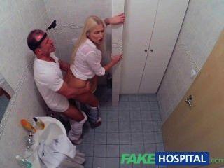 fakehospital 흥분한 금발의 금발은 의사로부터 creampie를받습니다.