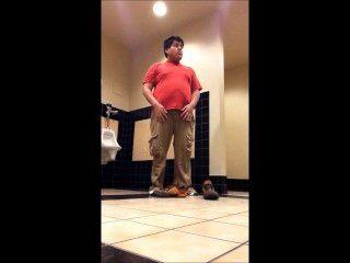 통통한 소년 학교 화장실 2에서 스트립