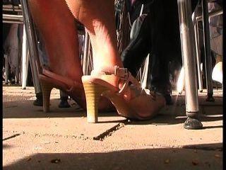 매력적인 숙녀의 맛있는 발바닥