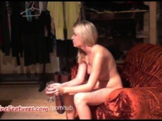 섹시한 18yo 블론디가 첫 번째 캐스팅에서 그녀의 시체를 보여줍니다.