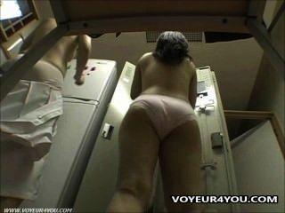 탈의실에 숨겨진 카메라