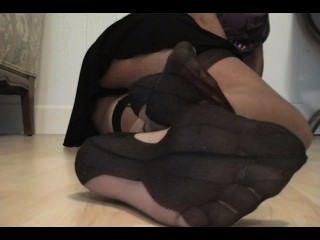 나일론 발과 정액을 숭배해라.