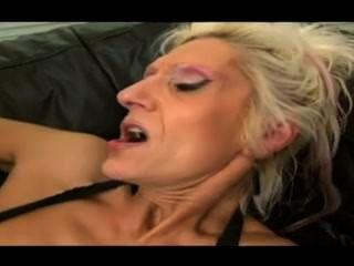 더러운 오래 된 할머니 큰 검은 수 탉 (오래 된 음부를 squirting)