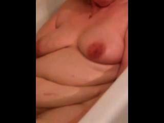 bbw 아내 클레어 목욕 시간