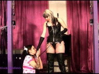 노예 소녀 여신 sativa 수행