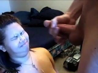 666dates.com의 소녀가 얼굴에 총상을 입었습니다.