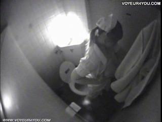 비밀리에 spycam에 잡힌 화장실 자위