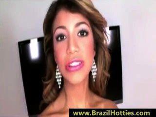 젊은 브라질 십대는 그녀의 입 안에서 정액을 사랑합니다 www.brazilhotties.com
