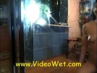 거울에 라이브 웹캠 물총 소녀