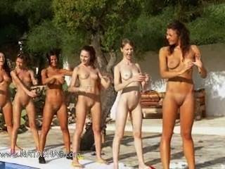 유럽 출신의 여섯 명의 누드 소녀