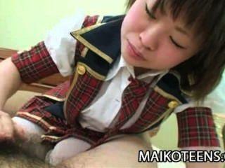 마유 나카네 젊음을 즐기는 일본의 하드 자지