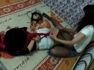 중국 여자 hogtied와 간지럽 혔 어!f / f