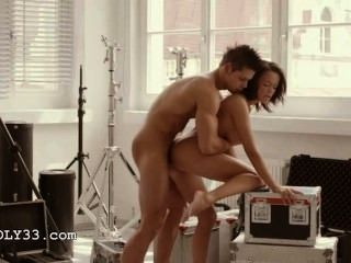 뒤에서 무뚝뚝한 예술 섹스