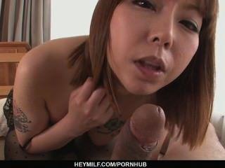 미나미 키타가와가 pov에서 아시아 creampie를 면도했습니다.