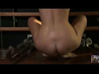 섹시한 금발 체육관 운동 알몸으로