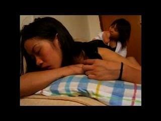 아시아 소녀 숭배, 약간 똑똑한 f / f