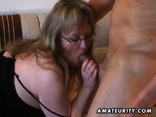 busty amateur milf는 가슴에 질내 사정과 좆 같은 성교.