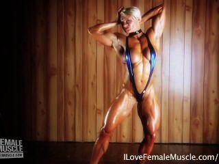 놀라운 근육 소녀 brigita brezovac 그녀의 궁극적 인 하드 바디 flexing