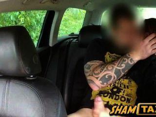 뜨거운 czech 아기는 택시 운전사에 의해 사기를 쳤고, 열심히 성교했다