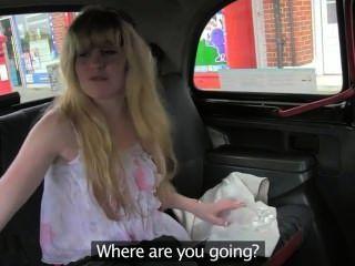 털이 많은 여자 금발이 택시에서 좆