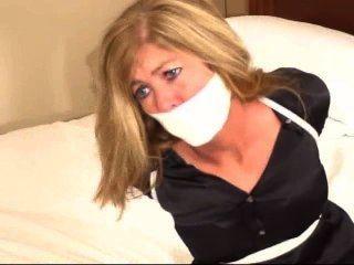 모텔 방에있는 기자