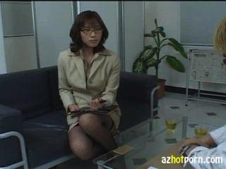 음란 한 아시아 여성 변호사