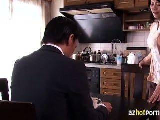 그녀의 남편을 배신하는 아름다운 아시아 아내