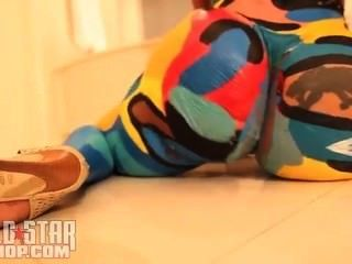 cubana 정욕 바디 페인트 춤을 트래비스 포터 싱글 ayy 숙녀