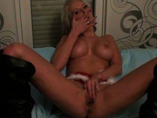 섹시한 금발의 웹캠 여자가 그녀의 음부가 좋은 섹스