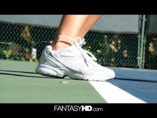 dillion hrper의 벌거 벗은 테니스가 성적이된다.